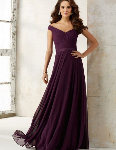 Bridesmaids Dress with Off-the-Shoulder Neckline