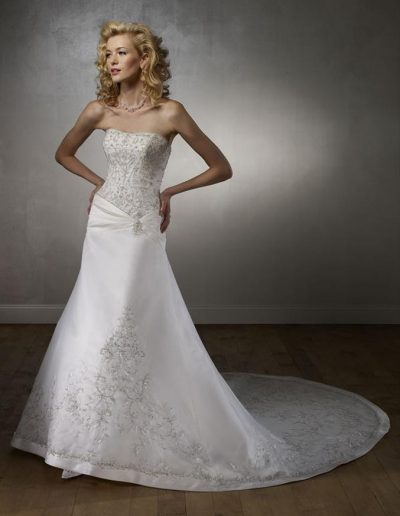 Chantilly lace sweetheart bodice with mermaid skirt scalloped hemline and two-tiered train